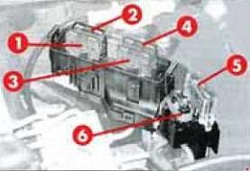 Alfa Romeo 145 – fuse box diagram – engine compartment T.SPARK)